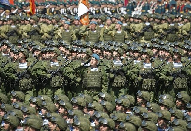 Vojenská přehlídka na Rudém náměstí v Moskvě k 75. výročí vítězství nad nacismem.