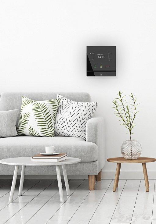"""Více než pouhé """"mluvítko""""¨. Odpovídací jednotka 2N Indoor Compact slouží jako protějšek ke dveřním interkomům a svým zpracováním i použitými materiály je určena jako prémiový interiérový doplněk moderních domácností a rezidencí."""