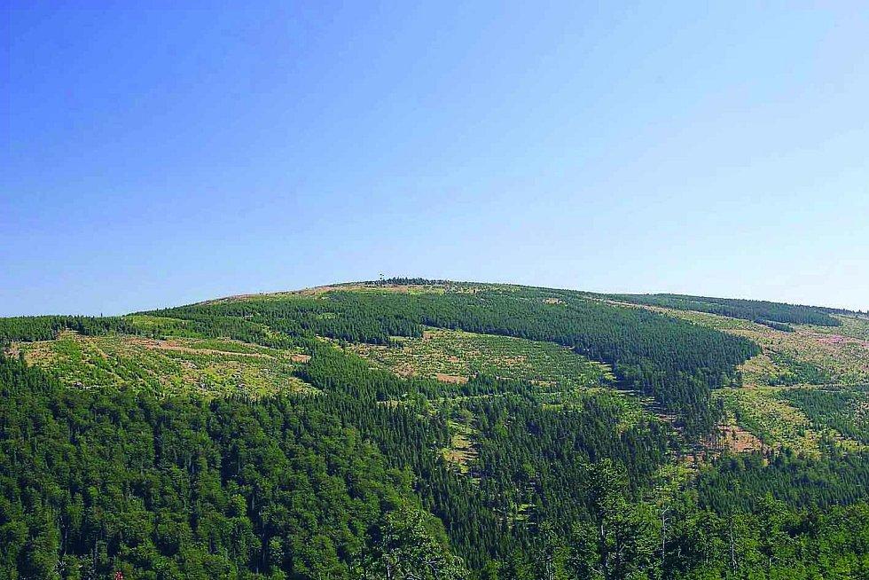 Smrk je po Lysé hoře druhá nejvyšší hora Moravskoslezských Beskyd. Leží mezi obcemi Ostravice a Čeladná.