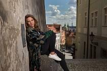 """Sama se sebou. """"I když mám velmi intenzivní život a sama se někdy neumím zastavit, odmítám pocit, že by mi mohl ujet vlak,"""" říká zpěvačka a muzikantka Aneta Langerová."""