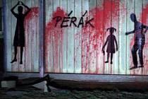 Na některých částech vepřína v Letech na Písecku někdo namaloval v noci na 26. ledna siluety lidí. Podle anonymního autora mají připomínat oběti, které za druhé světové války zahynuly v cikánském táboře, který zde stál.