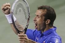 Radek Štěpánek se raduje z postupu do semifinále Davis Cupu.