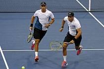 Mike (vlevo) a Bob Bryanovi na US Open.