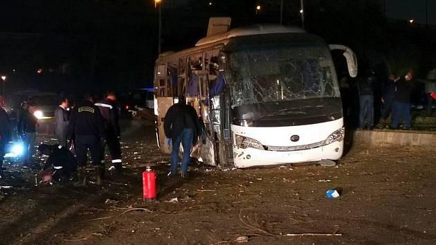 Autobus s turisty v egyptské Gíze zasáhla exploze