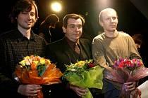 Slavnostní předávání cen Alfréda Radoka za rok 2007: Cenu za mužský herecký výkon převzali (zleva) Jaroslav Plesl, Erik Pardus a Martin Finger.
