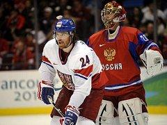 Martin Havlát cloní před ruským brankářem Nabokovem.
