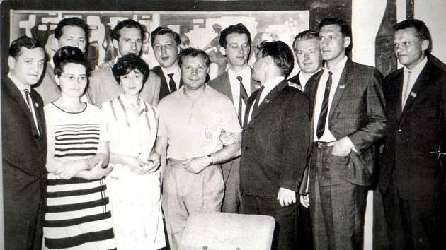 Jurij Gagarin při své návštěvě Československa