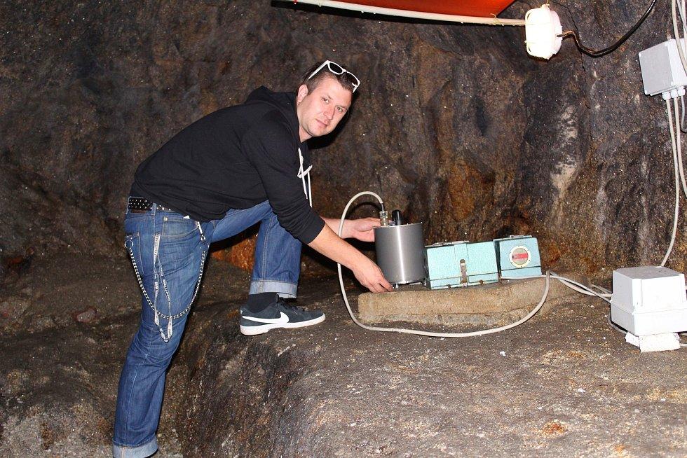 Ve štole pod hradem Vidlštejn se nachází několik přístrojů, které zaznamenávají zemětřesení.