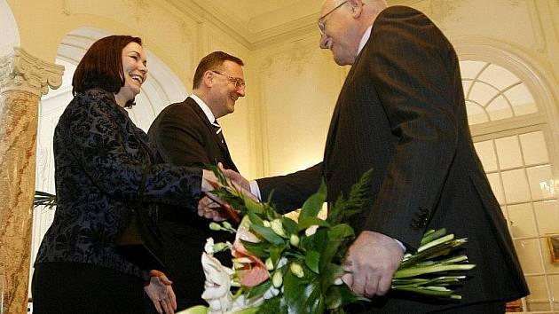 Na tradičním novoročním obědě přivítal prezident Václav Klaus s manželkou Livií premiéra Petra Nečase s manželkou Radkou 3. ledna na zámku v Lánech, asi 25 km od Prahy.