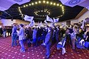 Delegáti aplaudují řečníkům