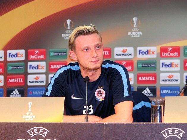 Ladislav Krejčí ze Sparty na tiskové konferenci před zápasem s Laziem Řím.