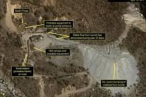 Severokorejská oblast pro jaderné testy ve vesnici Pchunggje na satelitních snímcích pořízených USA