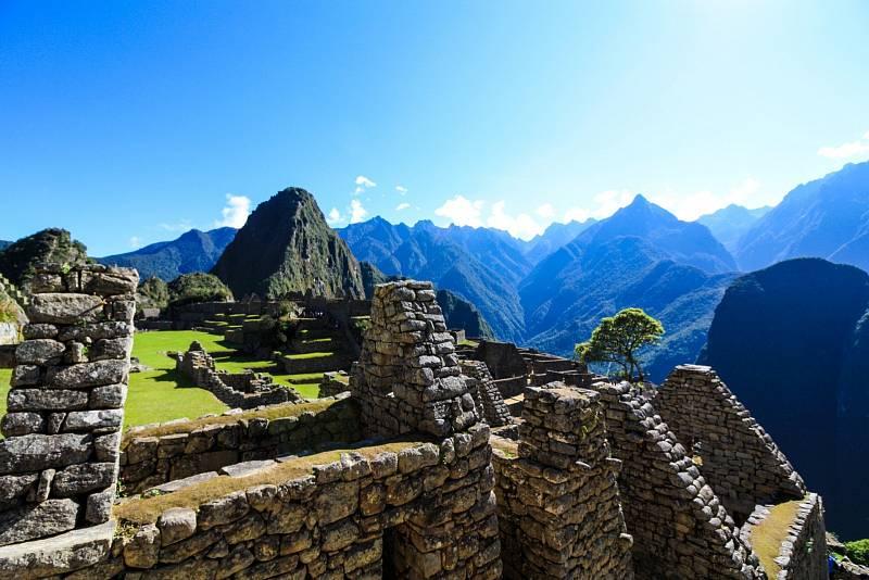 Tajemné město Inků Machu Picchu. Po staletí bylo zapomenuto, pro svět jej v roce 1911 znovuobjevil Hiram Bingham.
