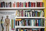 """Markéta Nausch Sluková: """"Smužem máme stejnou úchylku, milujeme knížky. Vlastníme velkou sbírku české, anglické a německé literatury se širokým žánrovým záběrem – od detektivek, po knížky o čínské medicíně, psychologii či historii."""""""