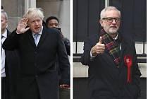 Britský premiér a šéf konzervativců Boris Johnson (vlevo) a lídr opozičních labouristů Jeremy Corbyn před volebními místnostmi na kombinovaném snímku z 12. prosince 2019.
