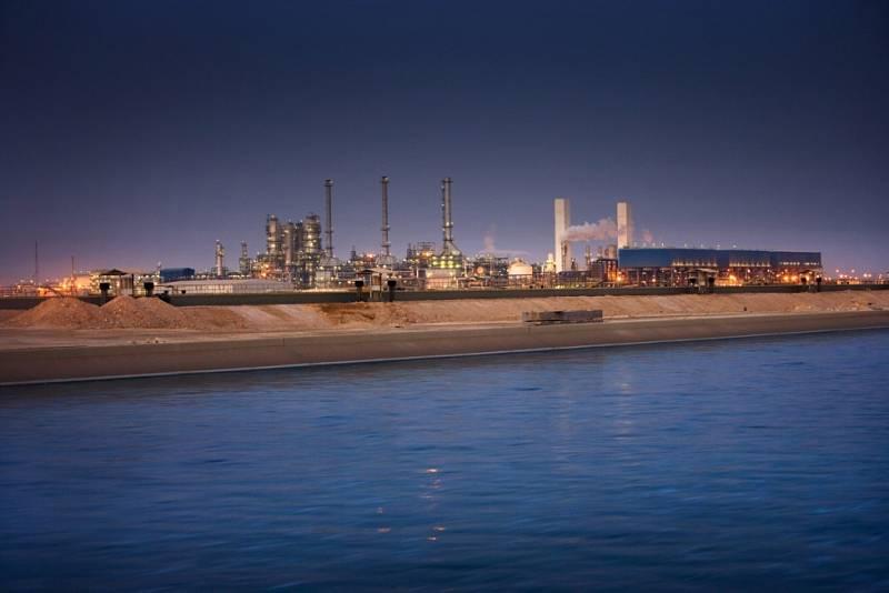 Malý stát v Perzském zálivu Katar má třetí největší zásoby ropy a zemního plynu na světě. Dělá to z něj mimořádně bohatou zemi. Život obyvatel státu se po objevení nerostného bohatství zcela proměnil.