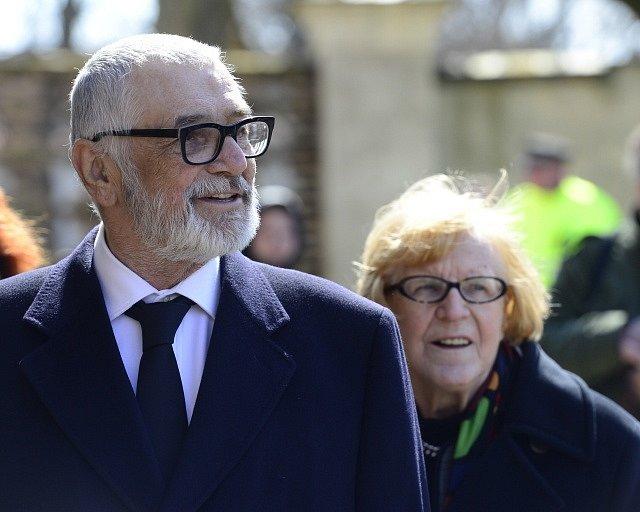 V bazilice sv. Petra a Pavla na pražském Vyšehradě se konala 7. dubna veřejná část posledního rozloučení s kameramanem Miroslavem Ondříčkem, který zemřel 28. března ve věku 80 let. Rozloučit se přišli také Jiří Bartoška a Eva Zaoralová.