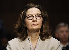 Gina Haspelová při slyšení v Senátu