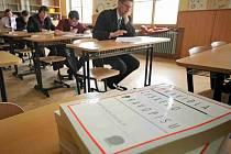 Písemné maturitní zkoušky z českého jazyka. Ilustrační foto