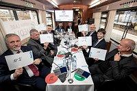 Prezidentská debata ve vlaku Deníku 20. listopadu na cestě z Prahy do Ústí nad Labem.