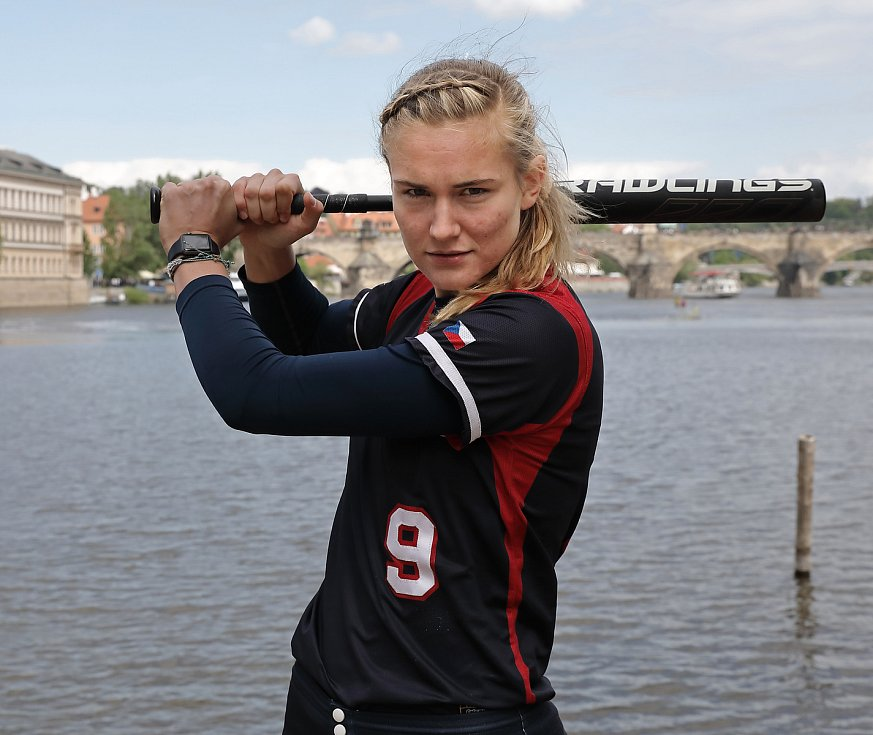 TK softballu o kvalifikaci na OH v Tokiu a MS v Praze na Střeleckém Ostrově. Na snímku Veronika Pecková.