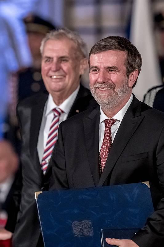 Prezident Miloš Zeman na státní svátek 28. října předával státní vyznamenání ve Vladislavském sále Pražského hradu. Vondruška