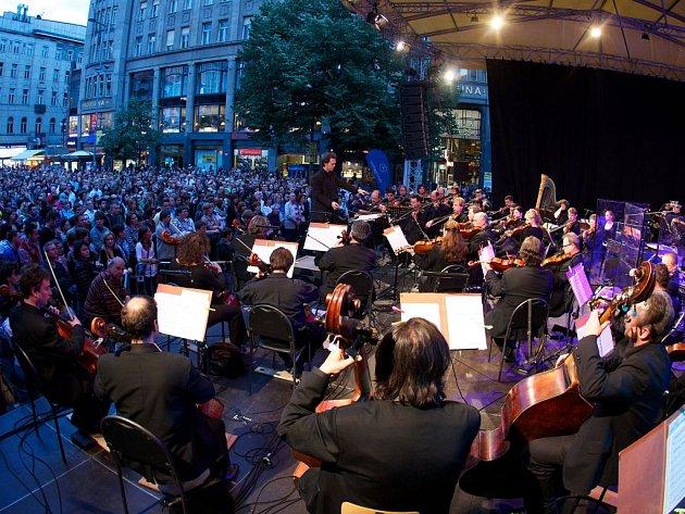 Pražský primátor Bohuslav Svoboda uvedl sobotní koncert, který neformálně otevřel letošní, už 8. ročník festivalu Prague Proms.