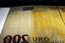 Padělek eurobankovky. Ilustrační snímek