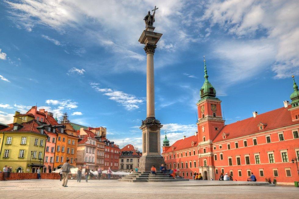 Staré město ve Varšavě. Královský hrad a Zikmundův sloup.