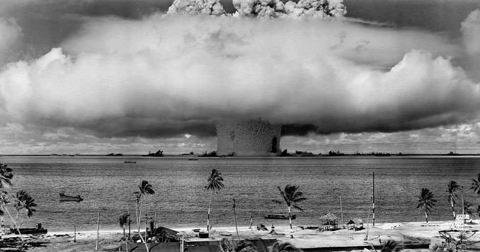 Test jaderné bomby Baker, ke kterému došlo na atolu Bikini v roce 1946.