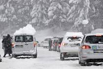 Sněhová nadílka komplikuje dopravu v Rakousku.