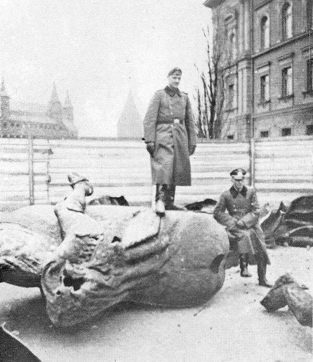 Němečtí vojáci po dobytí Krakova, v němž se začala formovat československá vojenská jednotka