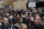 Stovky lidí přišly 17. listopadu 2019 v poledne na vzpomínkovou akci na pražský Albertov, aby si připomněly studentské události roku 1939 a 1989. Na shromáždění vystoupili zástupci vysokých škol i bývalí studentští vůdci