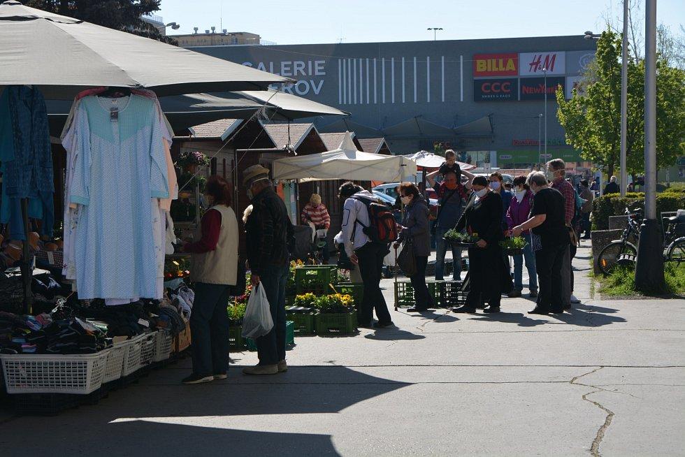 Do ulic Přerova se vrátil život a některé provozovny znovu otevřely. Řada obchůdků v centru města je ale před krachem.