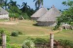 Na Velkých Antilách a Bahamách dominovali Taínové. Na snímku rekonstrukce taínské vesnice