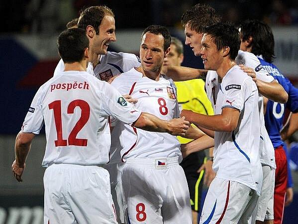 Češi na hřišti Lichtenštejnska potvrdili roli favorita, navíc se trefili oba útočníci Necid s Kadlecem.