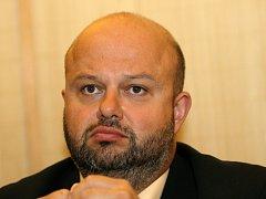 Ministr vnitra Pecina bude usilovat o zrušení extremistické Dělnické strany.