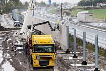 Stavba Velké zdi v Calais (The Great Wall of Calais).