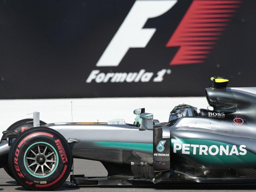 Nico Rosberg ovládl i Velkou cenu Ruska.