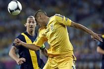 Zlatan Ibrahimovic ze Švédska (vlevo) a Jevhen Chačeridi z Ukrajiny.