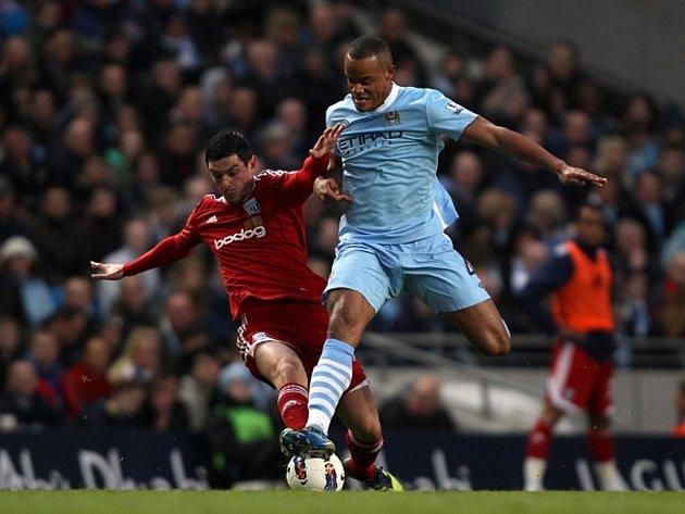Vincent Kompany z Manchesteru City (vpravo) a Graham Dorrans z West Bromwiche.