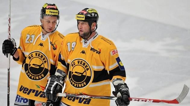 Hokejisté Petr Kousalík (vlevo) a Jiří Šlégr.