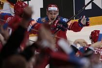 Vadim Šipačov z Ruska se raduje z gólu proti Německu.