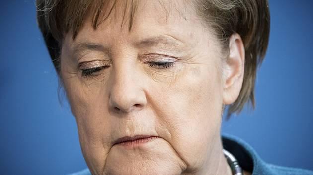 Německá kancléřka Angela Merkelová na tiskové konferenci v Berlíně. V příštích dnech bude v domácí karanténě. U lékaře, který ji očkoval, se totiž prokázala nákaza koronavirem