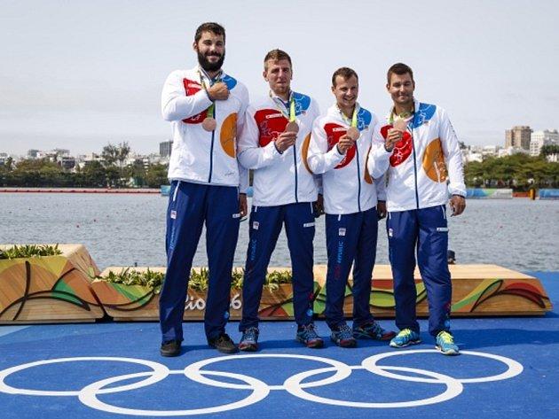 Čtyřkajak (zleva) Josef Dostál, Lukáš Trefil, Daniel Havel a Jan Štěrba obhájil olympijský bronz.