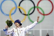 Na nejvyšším stupínku. Rychlobruslařka Martina Sáblíková se raduje ze zlaté medaile na olympijských hrách v Soči.