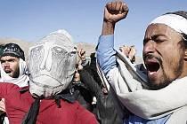 Afghánci protestují proti pálení koránu