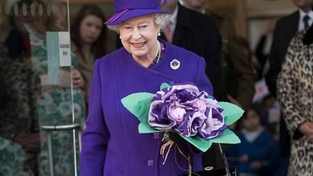 Britská královna Alžběta II. oslavila v neděli 6. února 2011 59. výročí nástupu na trůn. Čtyřiaosmdesátiletá panovnice převzala trůn po zemřelém otci 6. února 1952 a byla korunována 2. června 1953 ve věku 27 let.