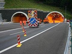 Čištění tunelů na dálnici D8 v Řehlovicích na Ústecku.