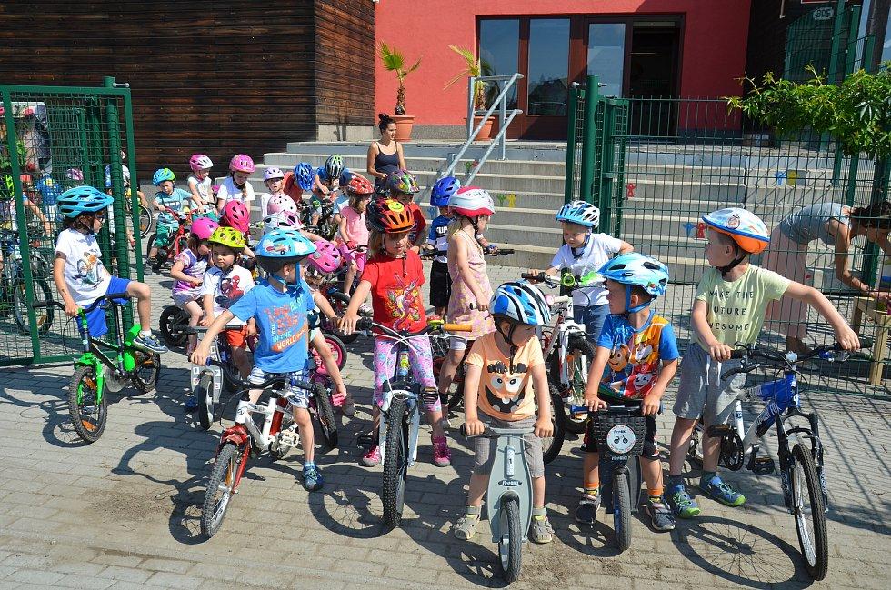 V Mateřské škole MiniSvět se Jezdilo na všem, co mělo kola.